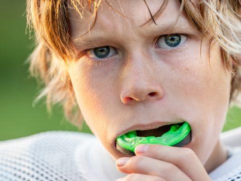 Guardas Protectoras – ¿Practicas deportes y usas brackets? ¡No te preocupes! Te recomendamos usar una guarda protectora para mantener tus dientes a salvo de cualquier golpe o impacto.
