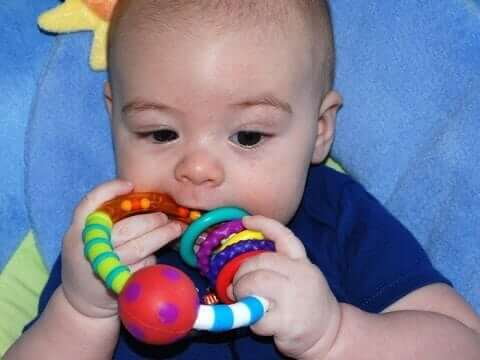 child teething in Acapulco